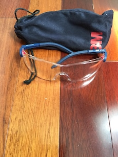 Safety glasses. 2 pairs