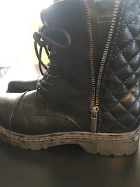 Ladies Boots Size 7 638 km