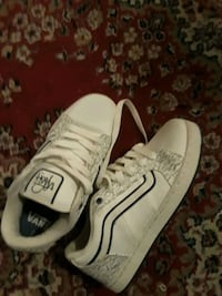 pair of white-and-black Nike sneakers Wixom, 48393
