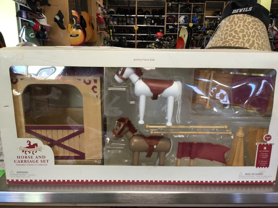 Photo Pottery Barn Horse & Carriage Set