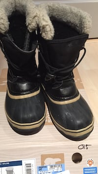 Sorel boots size 4 youth
