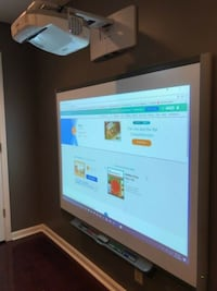 TouchScreen Smartboard and Projector