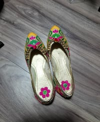 women's yellow-and-pink floral flats Edmonton, T6L