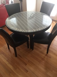 Round brown wooden table with four chairs dining set Gainesville, 20155