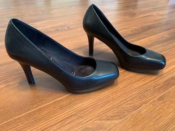 Rockport pump size 8 (worn about 2-3 time) 416aa086-55a5-4b95-acce-61af28ea1c8d