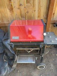 Red and black gas grill Naches, 98937
