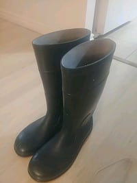 Men's size 10 Tunnel system rubber boots.