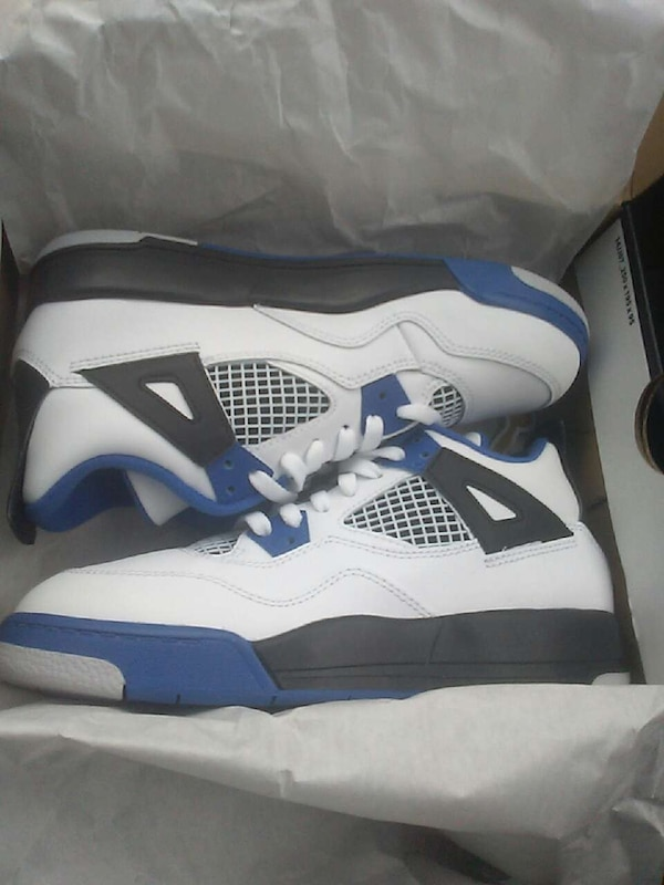 size 40 e2acf 6cb07 pair of white-black-and-blue air jordan 4s in box
