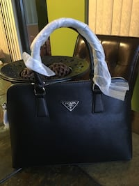 Beautiful and new hand bag, for more information you can send me a text message and thank you. West Kendall, 33193