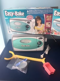 Almost new easy bake oven for kids or girls real or toy! Toronto, M1J