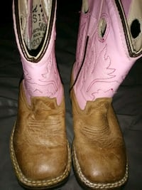 Babygirl cowgirl boots size 6 Houston, 77011