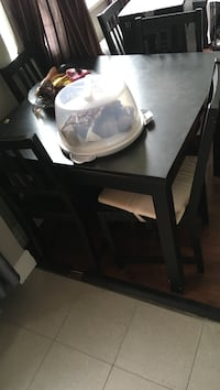 Dining room table and chairs ( extends)  Toronto, M4K 2M3