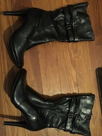 Pair of black leather heeled boots Woonsocket, 02895