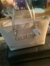 White guess bag tottaly new  Surrey, V3W 5J7