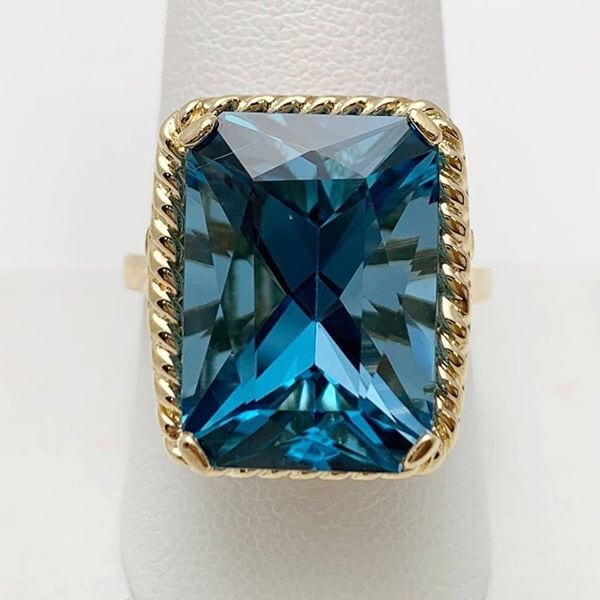 10kt yellow gold topaz ring