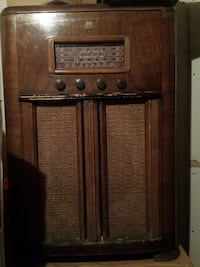 brown wooden transistor radio Waterloo, N2V 2R1