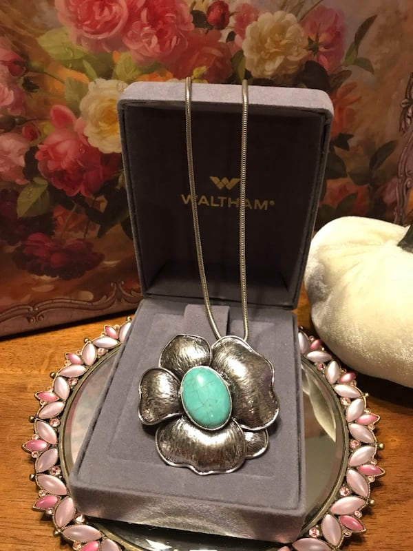 Pretty! Silver Necklace with beautiful solid Turquoise Stone abd2ab6f-01a2-49dc-8101-7c544dc89630