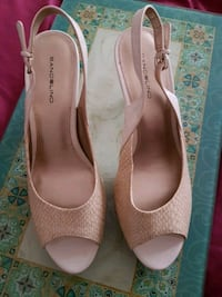 Cream peep toe pumps size 10 Columbia, 29204