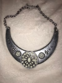 silver-colored necklace with pendant Toledo, 43615