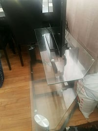 black glass top TV stand Montréal, H1T 1J4