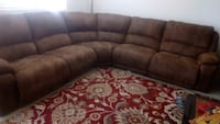 Sectional couch with 3 power reclainers Mountain House, 95391