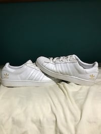 pair of white Nike low-top sneakers Bowmanville, L1C 5H4