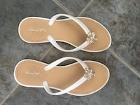 White Flip-Flops with Gold/Jewelled Flower 3165 km