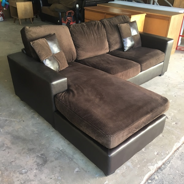 7 Ft Sectional Couch With Reversible Chaise Free Delivery 20 Miles