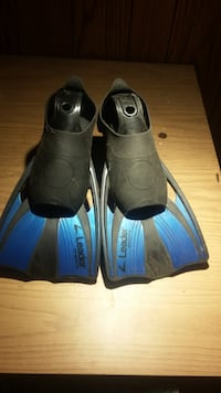 Brand new flippers for swimming size 5-7 Toronto
