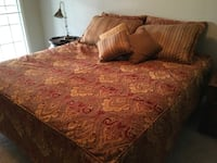 King Size Fitted Bedspread with 7 matching pillows..Smoke/Pet free home Springfield, 65804