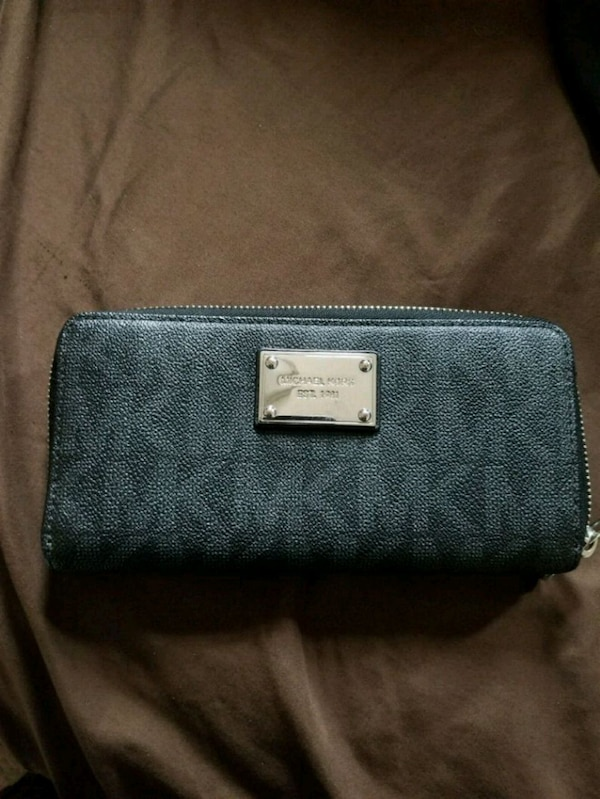 be30d829b1f7 Used Michael kors Monogram wallet for sale in McKinney - letgo