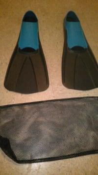 Full foot fins size 11-13 w/ bag. Used once Kapolei