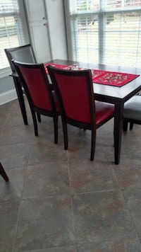 Table and 4 Chairs like new -Moving Lebanon, 37087