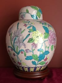 antique Chinese floral ceramic vase 萨里, V4A 9V1