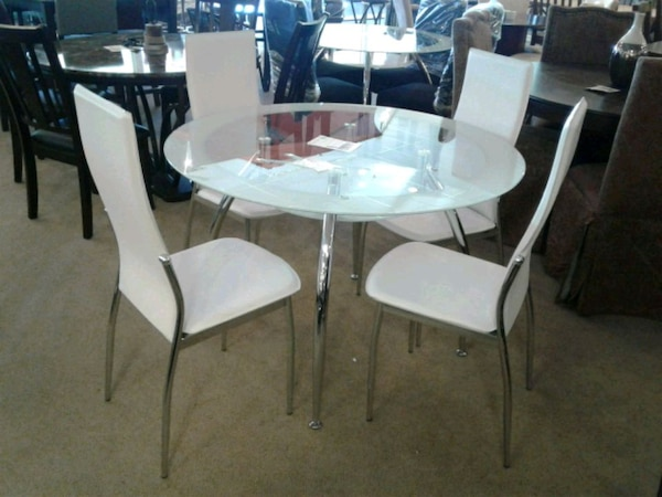 Phenomenal Round White Dining Table W 4 Chairs Unemploymentrelief Wooden Chair Designs For Living Room Unemploymentrelieforg