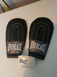 pair of black everlast mitt pads Innisfil, L9S 0B8