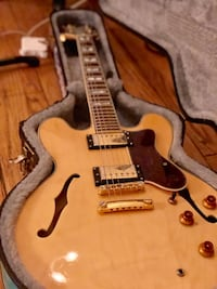 brown and white electric guitar 2271 mi
