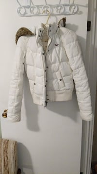 White Hollister winter jacket  Simcoe