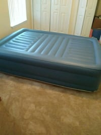 Very nice queen air bed new only one month old 810 mi