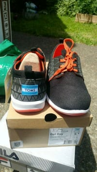 Toms youth size 5.5