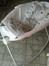 baby's white and pink bouncer Laredo, 78040