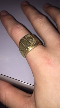 Solid gold 18k ring Toronto, M5B 1Y2
