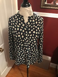 Ladies patterned top size small Oakville, L6H 1Y4