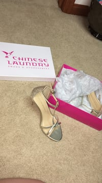 Chinese Laundry- gold heels
