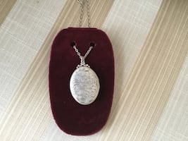 GORGEOUS SILVER 2 PICTURES LOCKET NECKLACE PERFECT GIFT