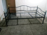 Day bed size twin Lynwood