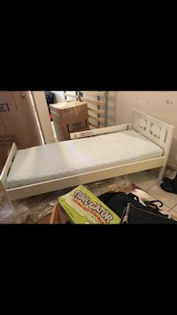 White wooden bed frame screenshot Montréal, H8N 1G1