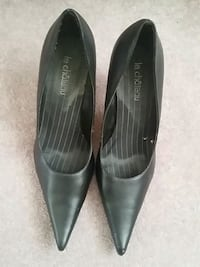 pair of black leather pointed toe heeled shoes London, N6E 2M5