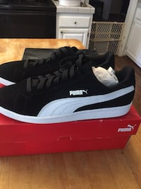 pair of black Puma low-top sneakers with box 20 km