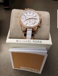 round gold-colored chronograph watch with link bra Elizabeth, 07201